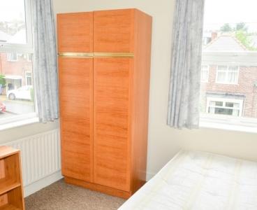 17 Mona Road,Crookes,Sheffield S10 1NF,5 Bedrooms Bedrooms,1 BathroomBathrooms,Terraced,1099