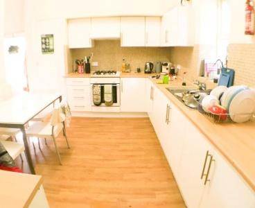 18b Manchester Road,Broomhill,Sheffield S10 5DF,5 Bedrooms Bedrooms,2 BathroomsBathrooms,Flat,1265